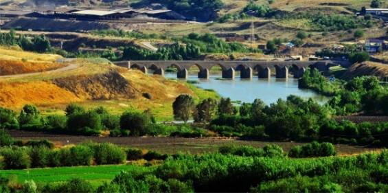 diyarbakır hevsel bahçeleri on gözlü köprü